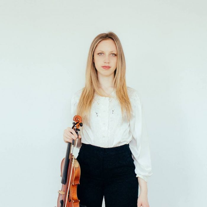 Isabel Hede – Professional Violin and Piano Tutor